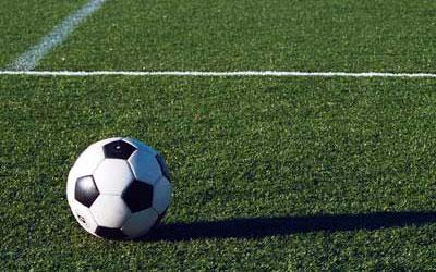 Футбол (англ. football, «ножной мяч»). В настоящее время самый популярный и массовый вид спорта в мире.